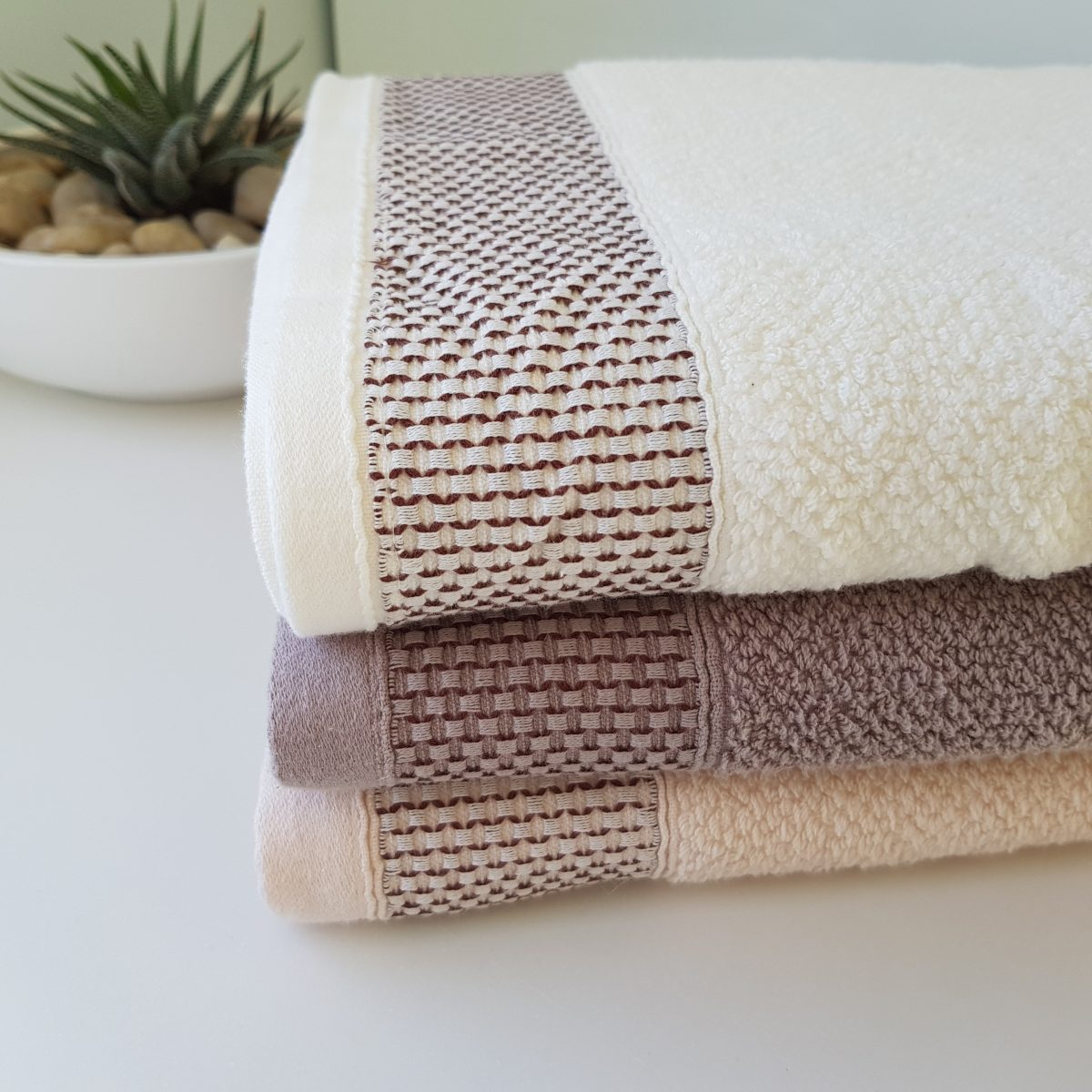 Bath Creations: Absorbent Bath Towels