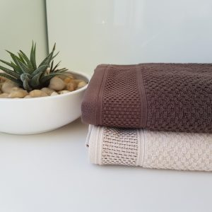 2 cotton towels